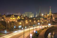 Ansicht des Kreml- und Prechistenskaya-Dammes Lizenzfreie Stockfotografie
