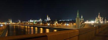 Ansicht des Kremls von der Brücke Bolshoy Moskvoretsky Lizenzfreies Stockfoto