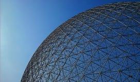 Ansicht des kugelförmigen Dachs des Umwelt-Museums lizenzfreies stockbild