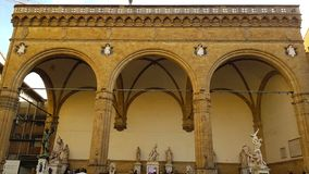 Ansicht des Loggia dei Lanzi, Marktplatz della Signoria, Floren lizenzfreie stockfotos