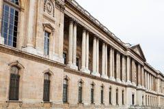 Ansicht des Louvre-Palastes vom Kai Stockfotos