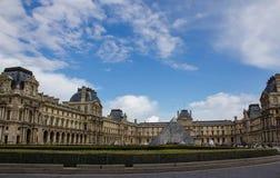 Ansicht des Louvremuseums stockbilder