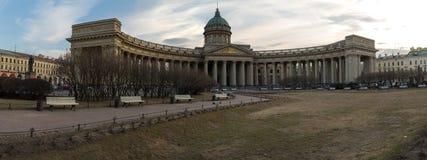 Ansicht des Marktplatzes nahe der Kasan-Kathedrale bei Sonnenuntergang Frühling St Petersburg Russland Stockbilder