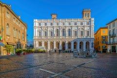 Ansicht des Marktplatzes Vecchia mit der öffentlichen Bibliothek, Bergamo, Italien Stockbild