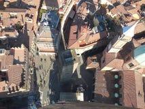 Ansicht des Marktplatzes vom Turm im Bologna, Italien lizenzfreie stockfotografie