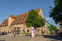 Ansicht des Mauthalle-Gebäudes im alten Stadtteil von Nürnberg stockbilder