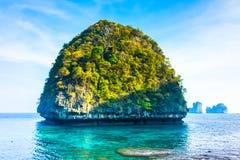 Ansicht des Maya-Schachtes, Phi-Phiinsel, Thailand Lizenzfreie Stockfotos