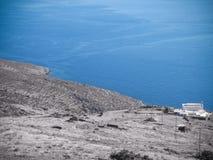 Ansicht des Meeres und des Landhauses in Tinos-Insel in Griechenland lizenzfreies stockfoto