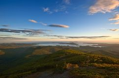 Ansicht des Meeres von den Bergen Sikhote-Alin Lizenzfreie Stockfotos