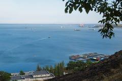Ansicht des Meeres von der Spitze des Berges Der Berg ist Co Lizenzfreie Stockbilder