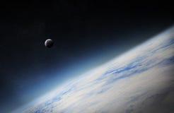 Ansicht des Mondes nah an Planet Erde im Raum Lizenzfreies Stockfoto