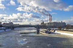 Ansicht des Moskau-Flusses stockbilder