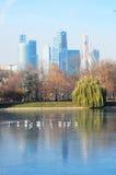 Ansicht des Moskau-Stadt-Geschäftszentrums Der Moskau-Flussdamm Stockbilder