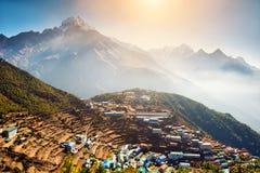 Ansicht des Namche-Basardorfs im Himalaja, Nepal lizenzfreies stockbild