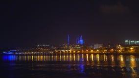 Ansicht des nationalen Küsten-Parks nachts, Baku-Stadt, Aserbaidschan stock video footage