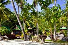 Ansicht des netten tropischen leeren Sandstrandes lizenzfreies stockfoto