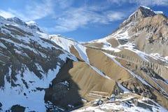 Ansicht des oberen Lagers und Thorungs-La überschreiten Annapurna-Wanderung, Himalaja-Berge, Nepal Stockfoto