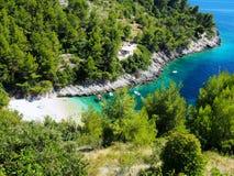 Ansicht des Paradieses, adriatisches Seebucht mit Booten Stockbilder