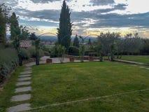 Ansicht des Parks des Landhauses lizenzfreies stockbild