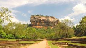 Ansicht des Parks unten von Sigiriya-Felsen in Sri Lanka stock footage