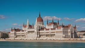 Ansicht des Parlamentsgebäudes in Budapest stock video
