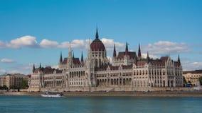 Ansicht des Parlamentsgebäudes in Budapest stock footage