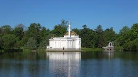 Ansicht des Pavillons 'türkisches Bad ' Tsarskoye Selo, sonnig Maifeiertag Russland stock video footage