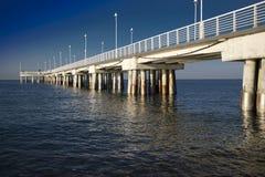Ansicht des Piers von Marina di Massa lizenzfreies stockbild
