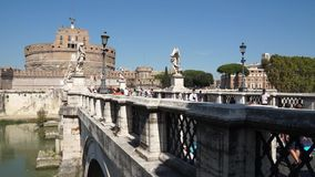 Ansicht des Pont Sant'Angelo Bridge in Rom (1 von 2) stock video
