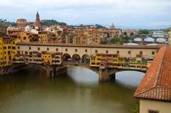 Ansicht des Ponte Vecchio (die goldene Brücke), Flo Lizenzfreie Stockbilder