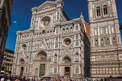 Ansicht des Quadrats mit der Kathedrale Santa Maria del Fiore in Florenz Lizenzfreie Stockfotografie