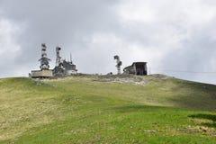 Ansicht des Radiosenders in den Bergen Stockfotografie