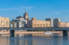 Ansicht des Regierungs-Hauses und des Hotels ?Ukraine? Stockfotografie