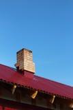Ansicht des roten Dachs. Vertikales Bild. Stockfotos