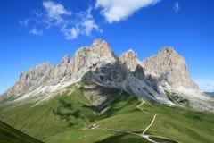 Ansicht des Sassolungo Gebirgsmassivs, italienische Dolomit stockbild