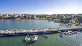 Ansicht des schönen Kleinstadterholungsortes auf dem Schwarzen Meer von oben Stockbilder