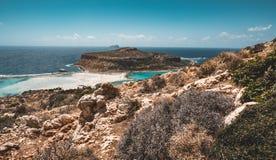 Ansicht des schönen Strandes in der Balos Lagunen- und Gramvousa-Insel auf Kreta, Griechenland Sonniger Tag, blauer Himmel mit Wo Stockfotografie