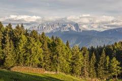 Ansicht des Schlern und der Rosengartengruppe lizenzfreies stockfoto