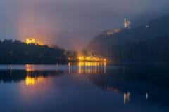 Ansicht des Schlosses von Neuschwanstein und von Hohenschwangau mit See Alpsee lizenzfreie stockfotografie