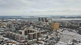 Ansicht des schneebedeckten Dnipro-Stadtstadtzentrums stock footage