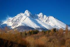 Ansicht des schneebedeckten Felsen LomnickÃ-½ Å ¡ tÃt slowakei Stockfotos