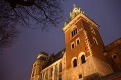 Ansicht des Sigismund-Turms als Teil des Wawel-Schlosses in Krakau Stockfotos