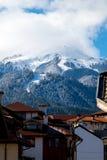 Ansicht des Skigebiets in Bansko von der Stadt Stockfotos