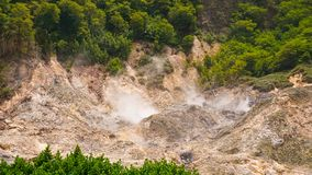 Ansicht des Solfatare-Autokino-Vulkans nahe Soufriere-St. Lucia lizenzfreie stockfotografie