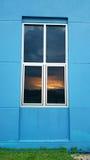 Ansicht des Sonnenuntergangs am Fenster Lizenzfreie Stockfotos