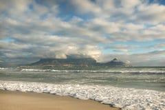 Ansicht des späten Nachmittages des Tafelbergs, Cape Town, Südafrika Stockfotos