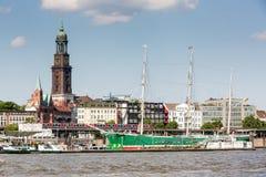 Ansicht des St. Pauli Piers eine von Hamburgs Majors-Tourist attrac lizenzfreies stockbild