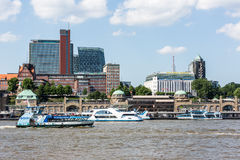 Ansicht des St. Pauli Piers eine von Hamburgs Majors-Tourist attrac lizenzfreie stockfotografie
