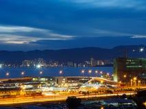 Ansicht des Stadtbilds Butterworth und Penangs, Malaysia von der Meerblickeigentumswohnung Stockbild