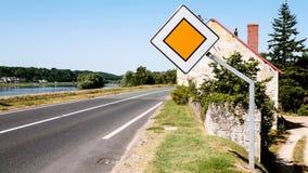 Ansicht des Straßenweges D952 entlang Loir-Fluss Lizenzfreie Stockfotos